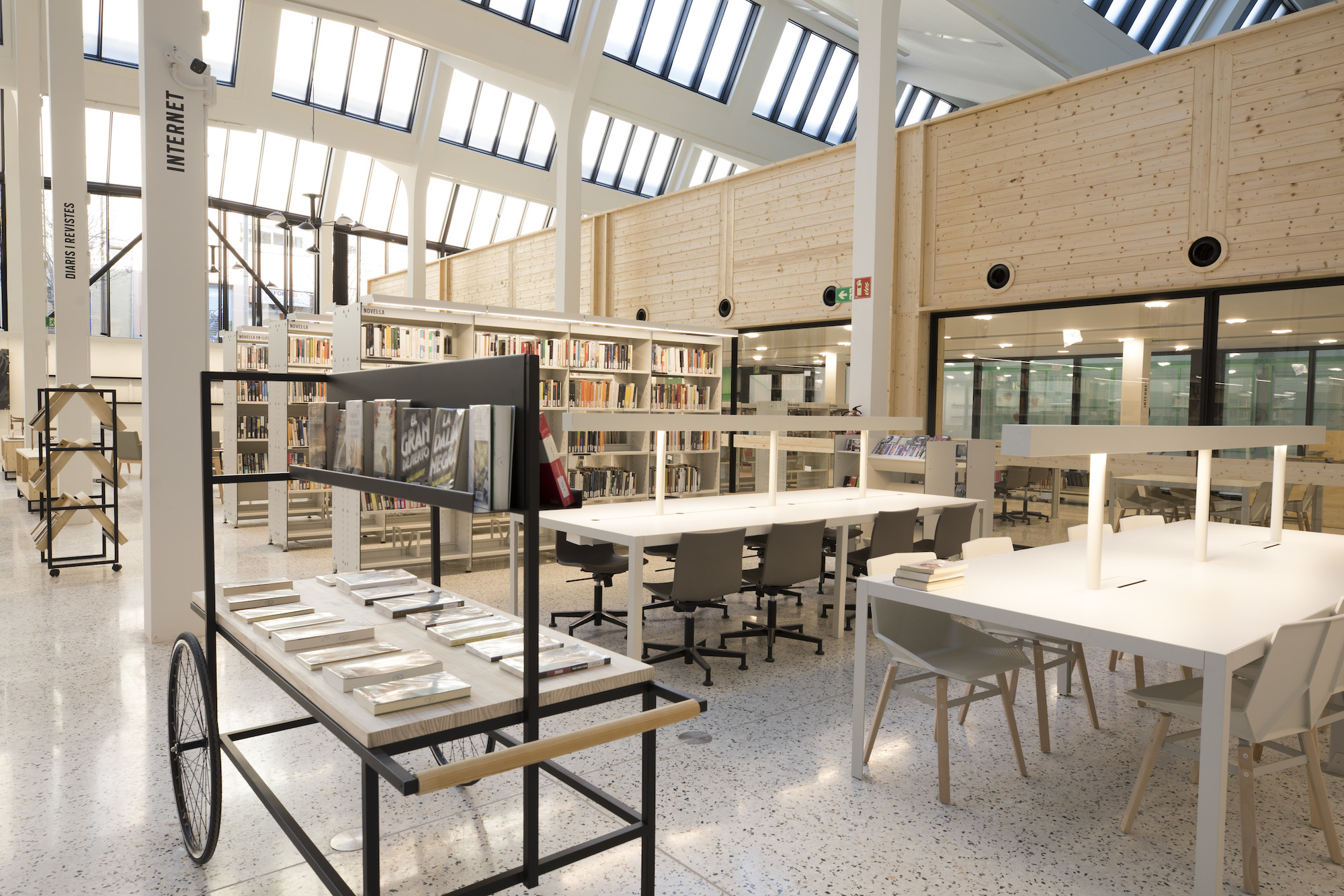 Biblioteca Montserrat Abello Barcelona library building architecture design interior view